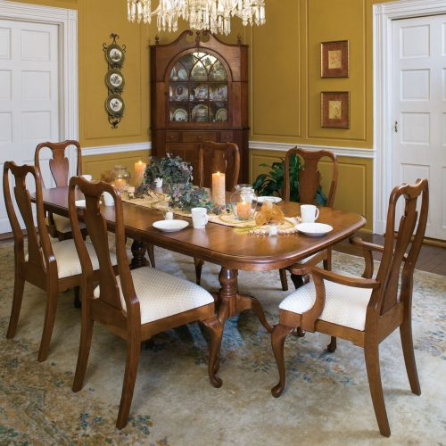 Queen Anne Pedestal Table